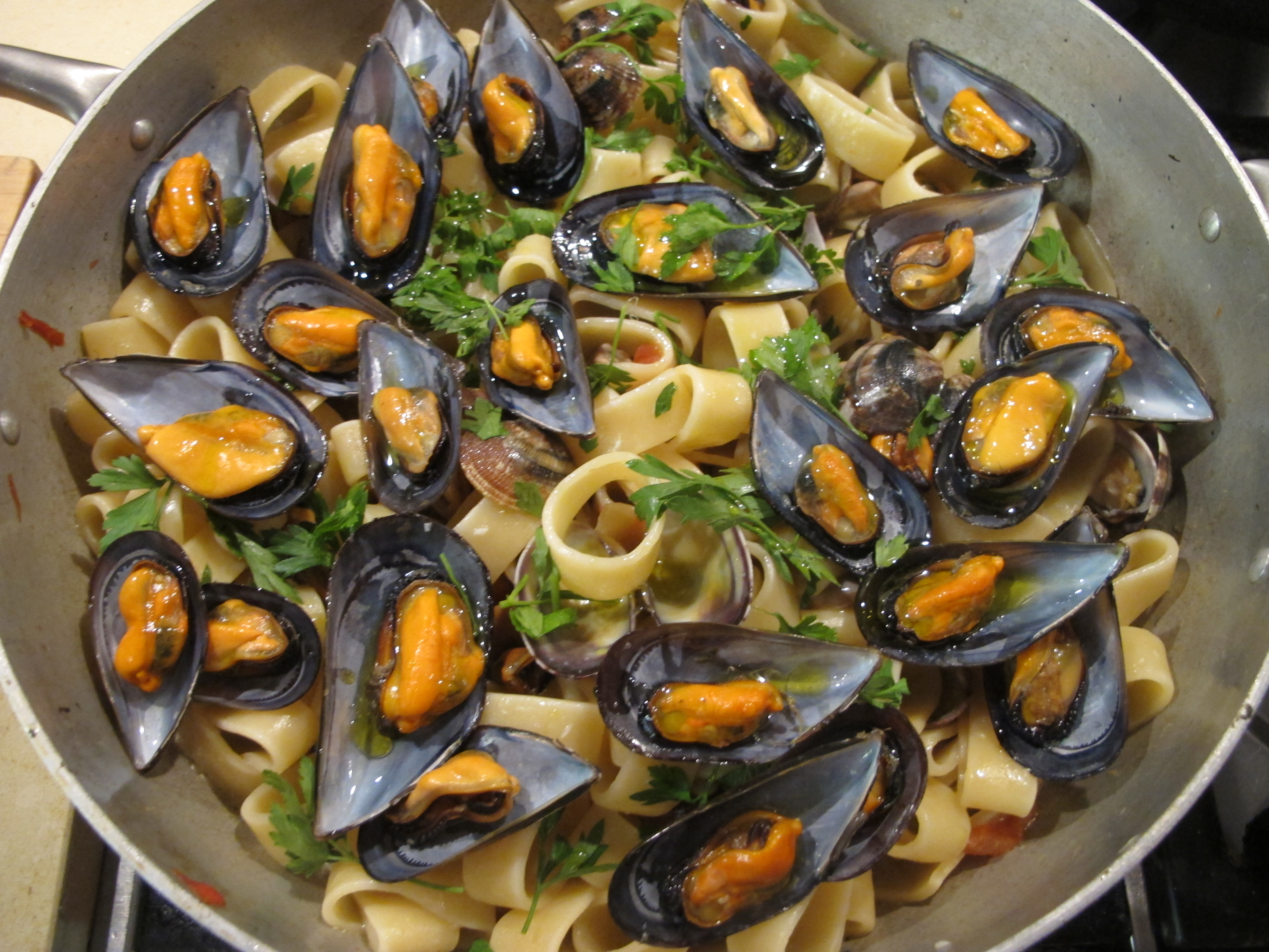how to clean clams and mussels